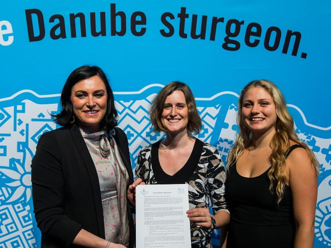Übergabe an Ministerin Elisabeth Köstinger