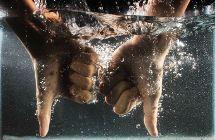 Hände im Wasser